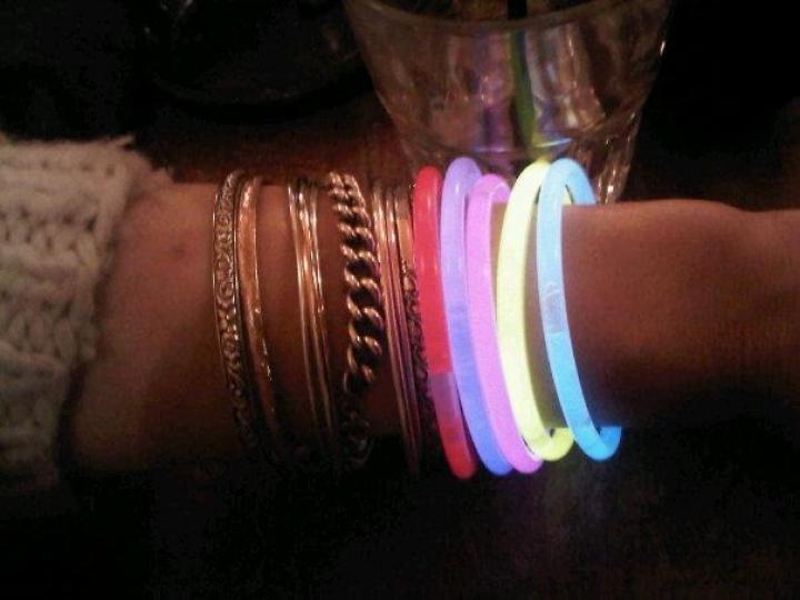 http://demitourdefrance.fr/files/gimgs/th-35_bracelet_fluo.jpg