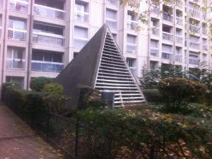 http://demitourdefrance.fr/files/gimgs/th-22_Paris_Pyramide.jpg